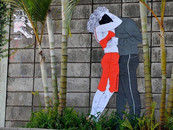 Streetart de casal se pegando