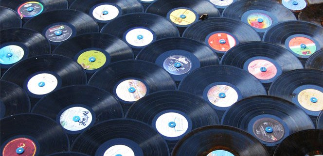 Telhado feito de LPs de vinil