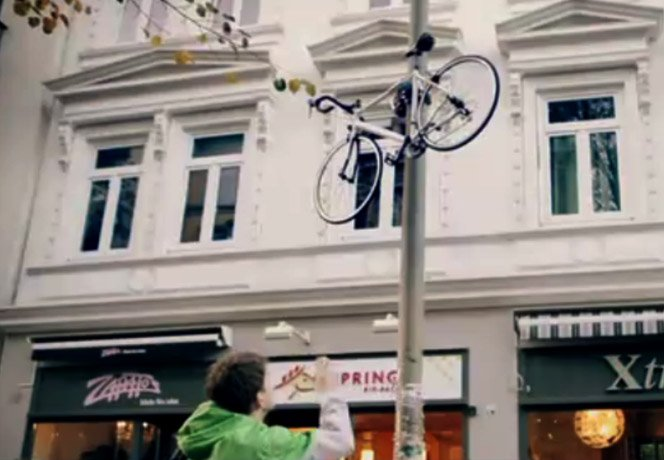 Estacione sua bicicleta em um poste