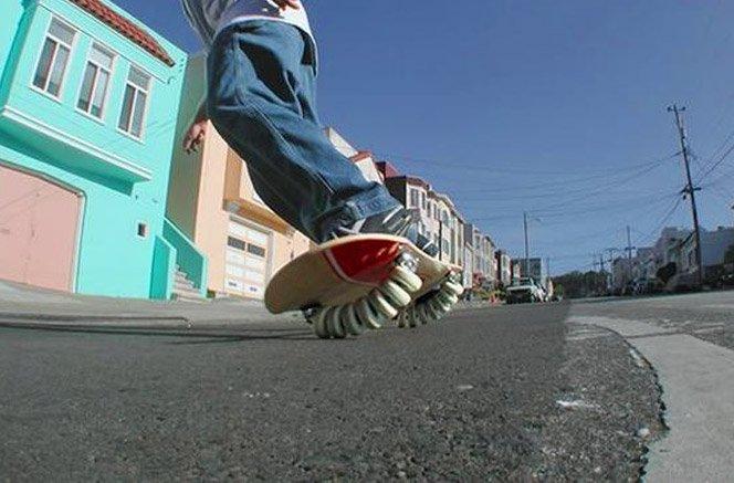 Skate com 14 rodas