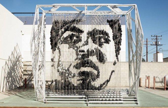 Escultura do Muhammad Ali feita de sacos de boxe