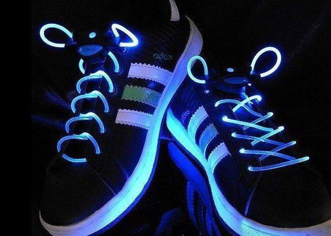 Iluminando seu tênis com cadarços LED