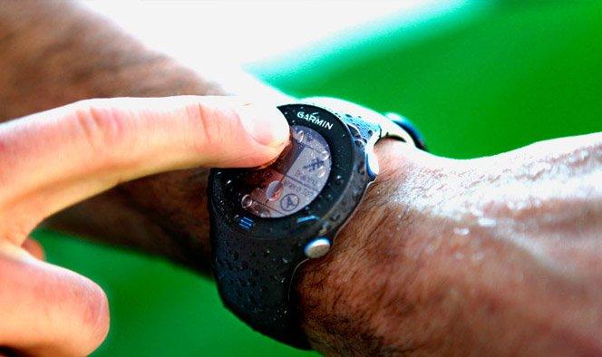 Relógio de pulso touch e GPS para corredores