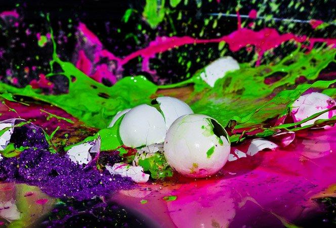 Ovos de tinta explodindo
