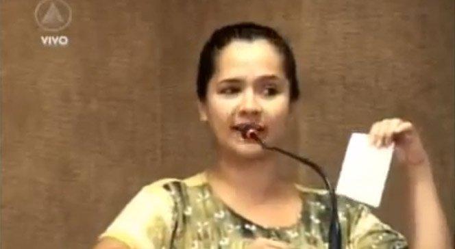 Professora fala sobre educação e dá bronca em políticos