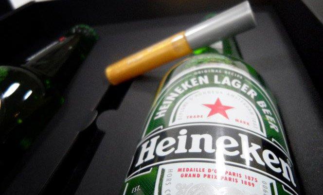 Beijo com gosto de Heineken
