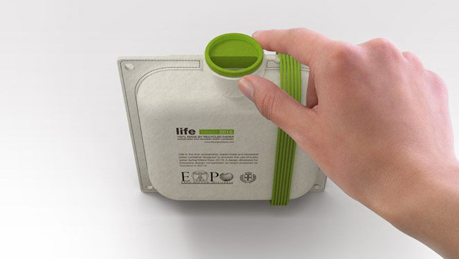 Garrafa de água de papel reciclado