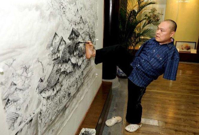 Artista sem braços