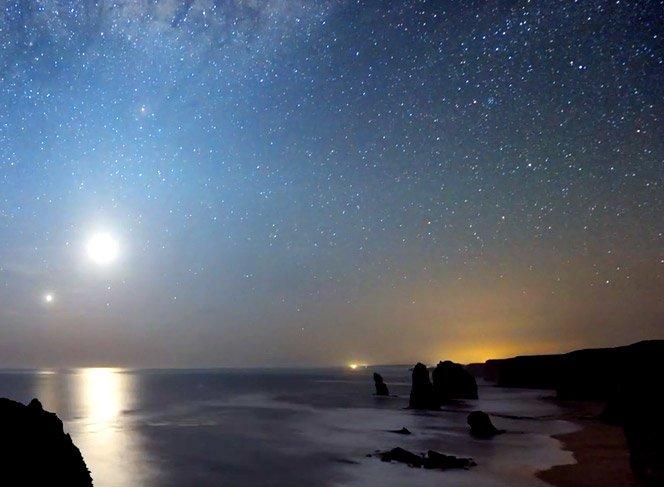 O céu e o oceano em timelapse