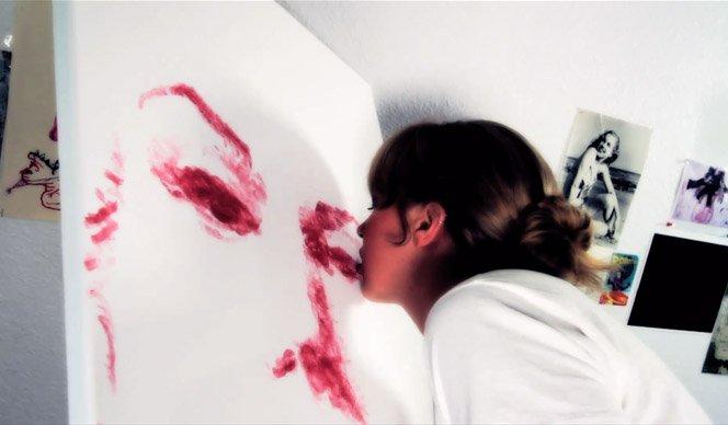 Pintando quadros com beijos