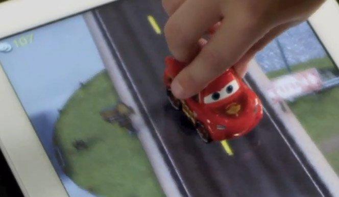Brinquedos reais + iPad