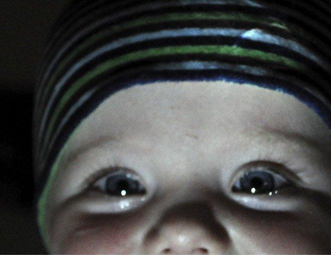 Mãe recria cenas de filme fotografando seu bebê