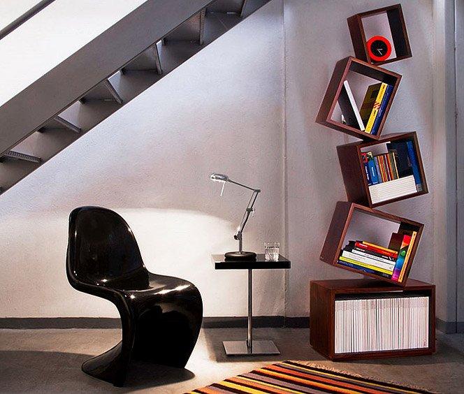 Equilibrium . Uma estante de livros diferente