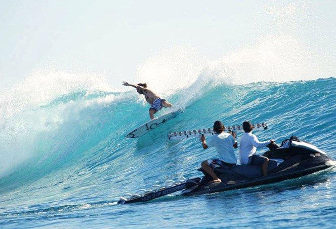 Surf filmado com 30 câmeras GoPro