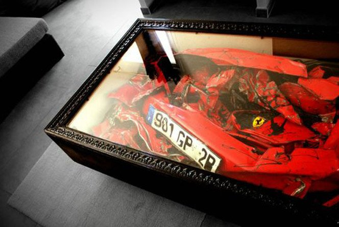 Mesa feita com uma Ferrari