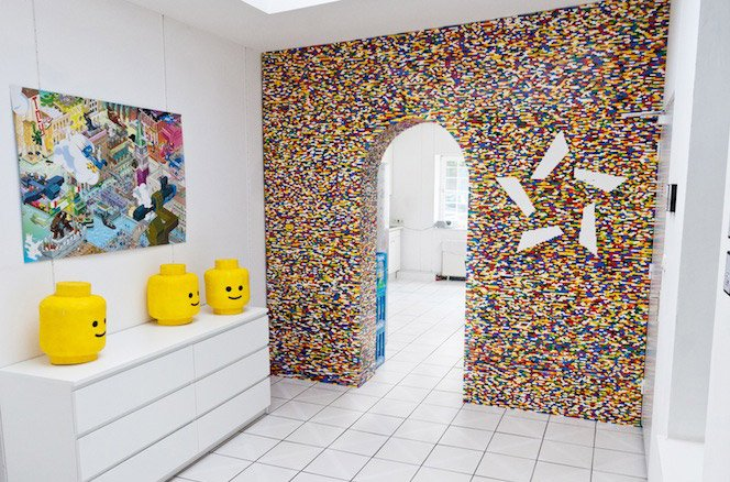 Parede de LEGO dividindo ambientes