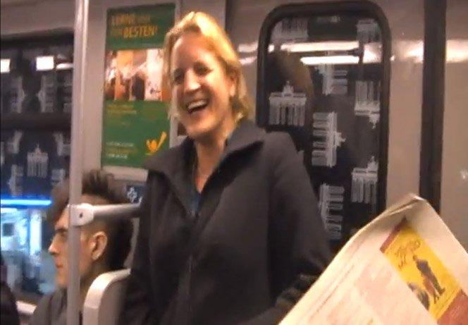 Rir em público é contagiante