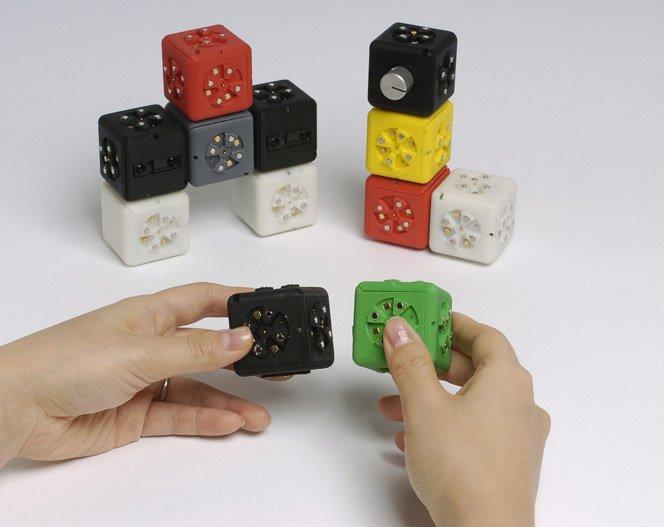 Cubos robóticos que se encaixam como LEGO, criando novos robôs