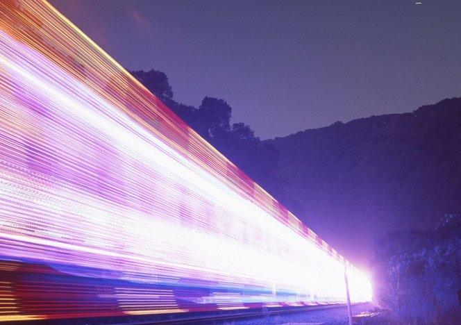Fotógrafo mostra trens e suas luzes de um jeito que você nunca viu