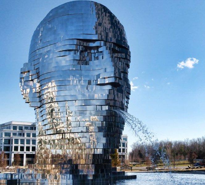 A fonte de água mais legal do mundo mistura espelho, escultura e movimento