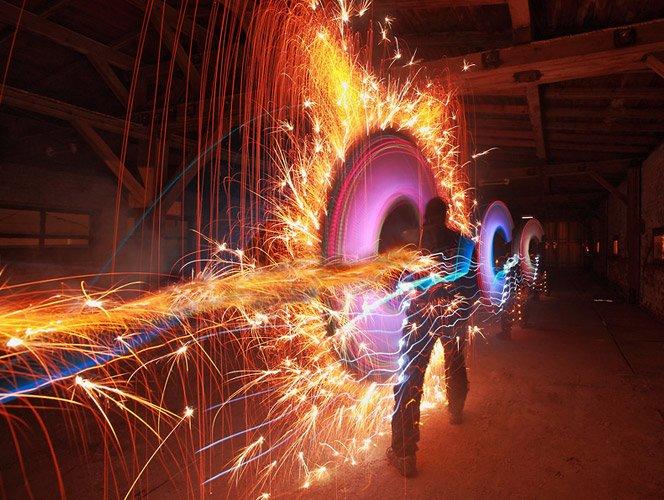 Fotografias de light painting usando fogos de artifício, luzes e fogo