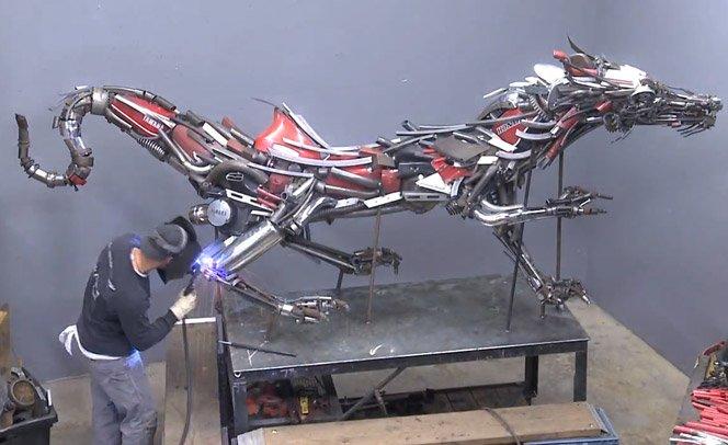 Esculturas sensacionais feitas com peças de motos antigas