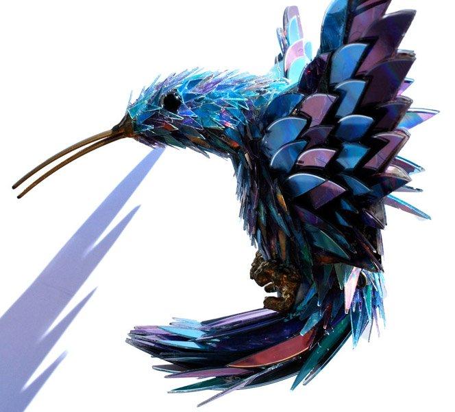 Esculturas de animais feitas com CDs quebrados