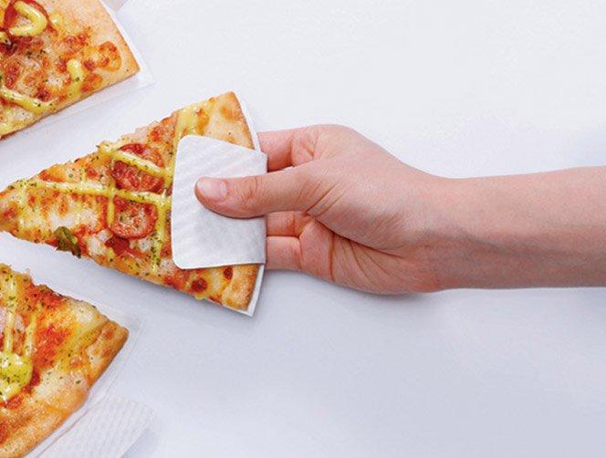 Caixa de pizza com design inovador que não suja os seus dedos