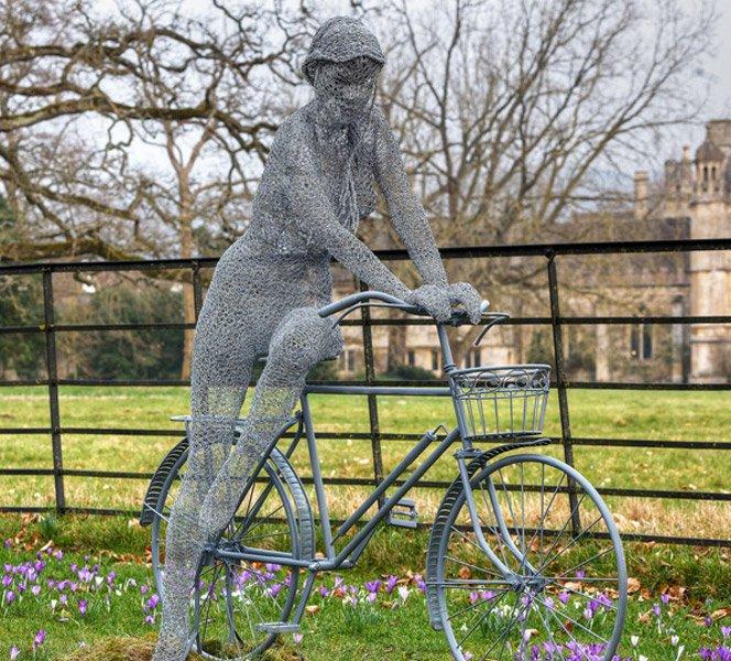 Esculturas fantásticas feitas com arame