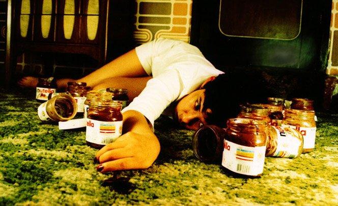 Fotógrafa retrata o resultado da compulsão pelos nossos prazeres