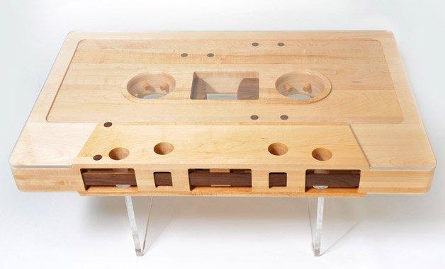 Mesa fita K7 de madeira