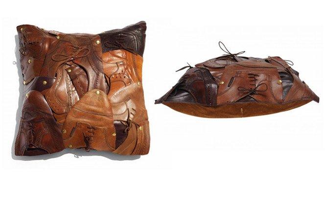 Almofada estilosa feita com sapatos usados