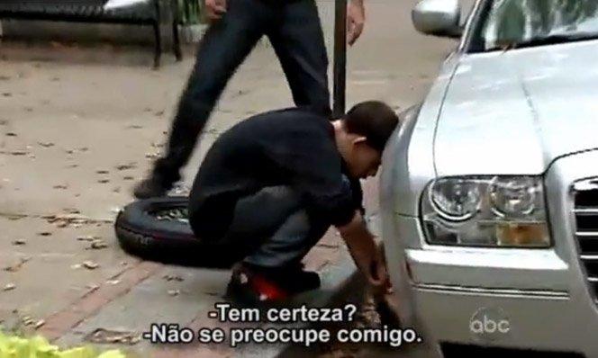 Vídeo mostra o amor incondicional sendo praticado no meio da rua