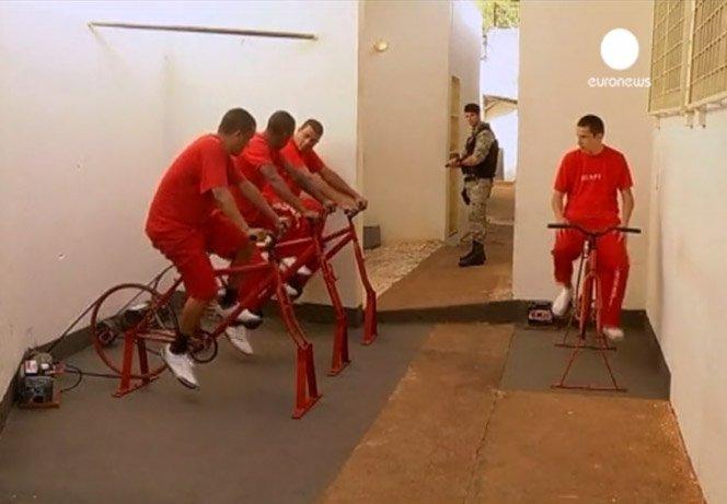Prisioneiros brasileiros usam bicicleta para gerar energia elétrica e reduzir suas penas