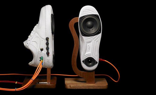 Um Nike Air transformado em  alto-falantes de alta qualidade.
