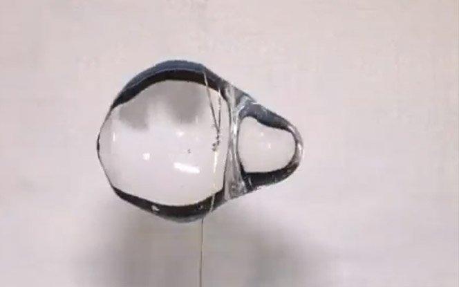 Brincando com água em gravidade zero