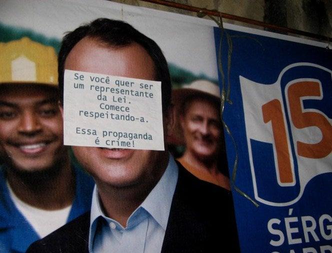 Projeto suja a cara de políticos que sujam a cidade com suas propagandas irregulares