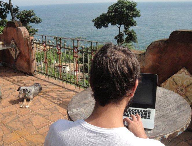Ultrabook: A união do poder de um notebook com a mobilidade de um tablet.