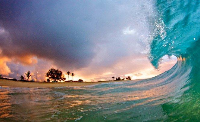 Nome: Kenji Croman. Profissão: fotógrafo de ondas