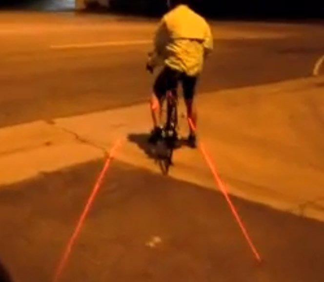Produto projeta luz dividindo espaço entre o ciclista e os carros