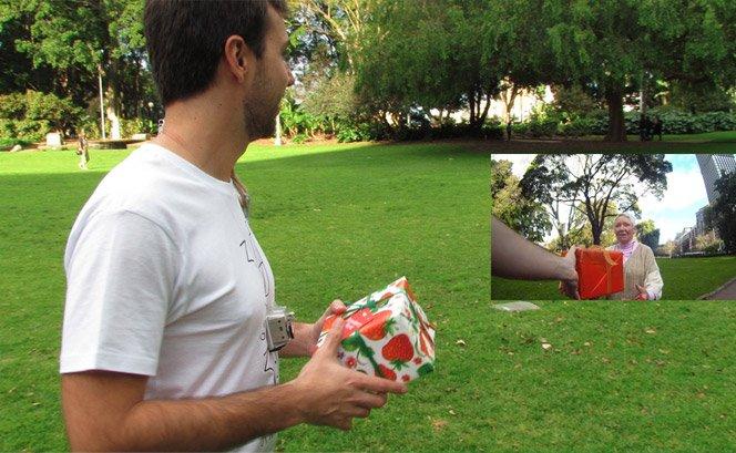 Brasileiro cria projeto do bem dando 30 presentes para 30 desconhecidos