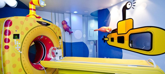O tomógrafo divertido para as crianças sofrerem um pouco menos