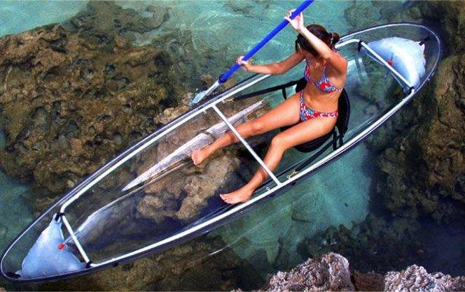 Canoa transparente para aproveitar o mundo submarino