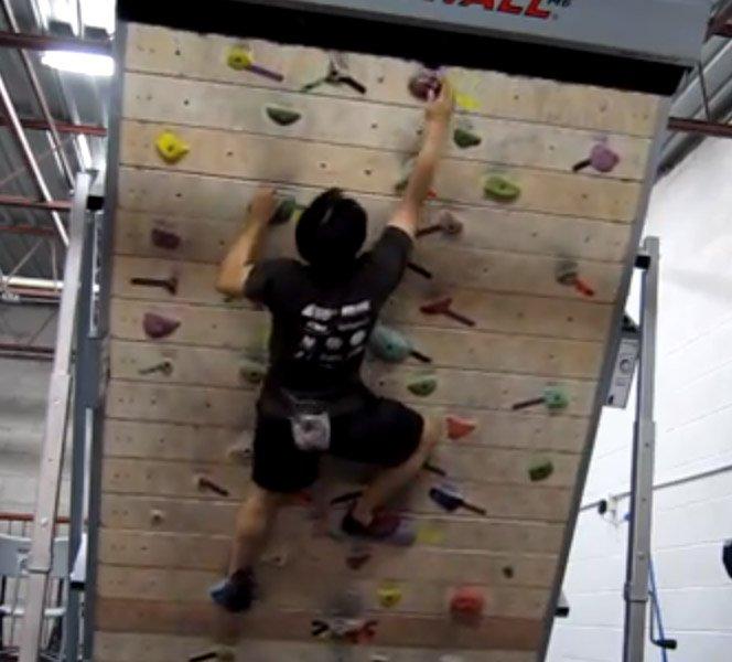 Parede de escalada + esteira de corrida. O produto perfeito para treinar escalada dentro de casa.