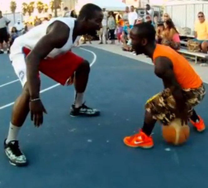 Jogador de basquete de 1,35m de altura é uma prova que não existem barreiras para realizar um sonho