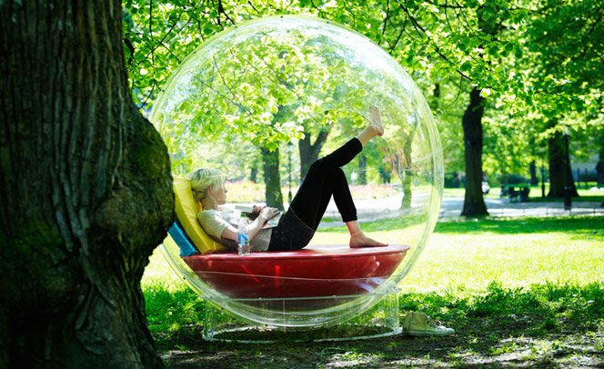 Sofá/Cama para os dias em que você gostaria de ficar numa bolha