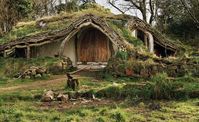 Casas alternativas de pessoas que  vivem camufladas pela natureza