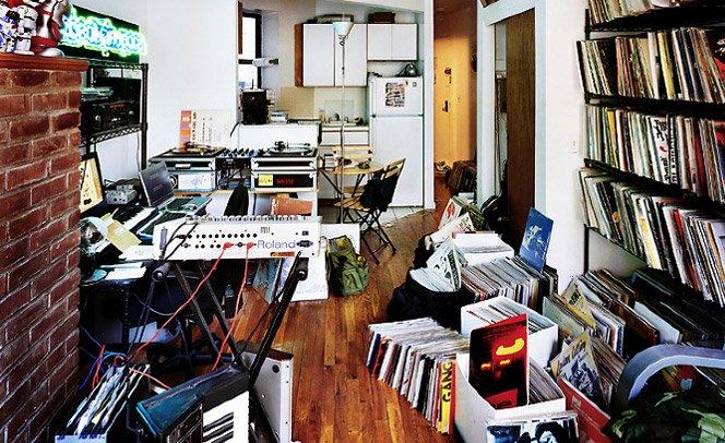 Série de fotos mostra como são os quartos dos DJs