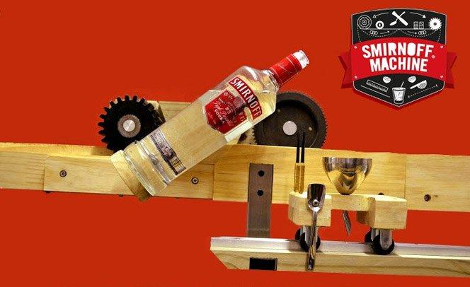 Conheça a máquina de fazer caipiroska que várias pessoas criaram em parceria com SMIRNOFF®