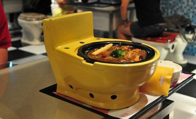 Restaurante Taiwanês tem decoração inteira feita com itens de…banheiro